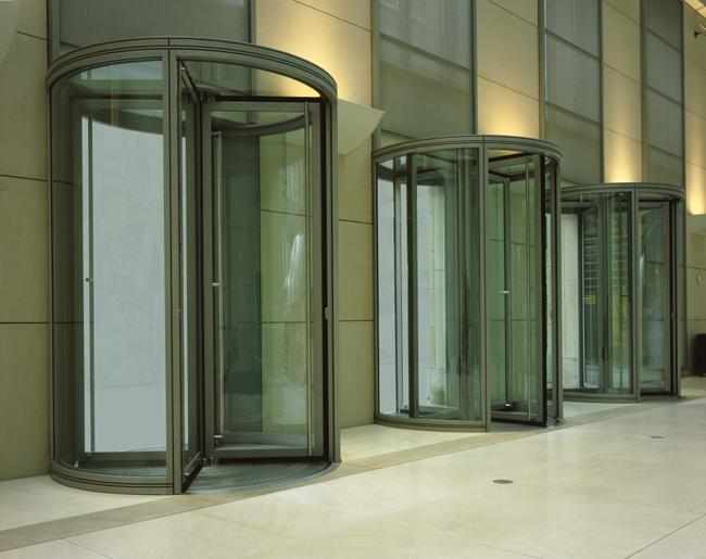 Puerta de cristal giratoria