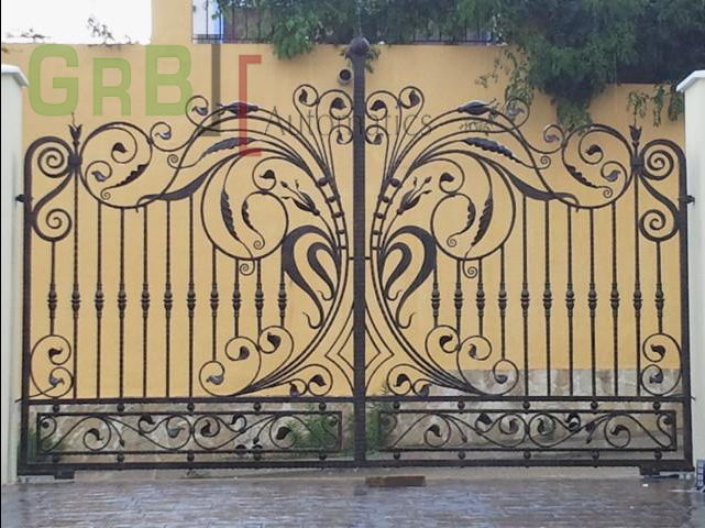 Puerta de dos hojas abatibles de forja artística