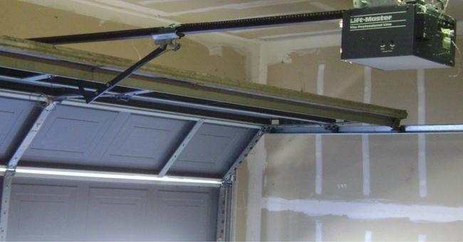 Una puerta de garaje autom tica para tu comunidad grb - Puerta de garaje automatica ...