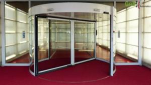 Que-tienen-las-puertas-de-cristal-giratorias-que-a-todo-el-mundo-le-encantan