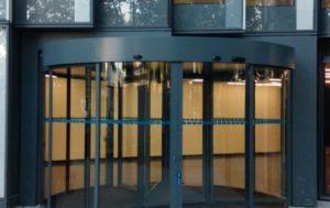 puerta giratoria cristal de tres hojas